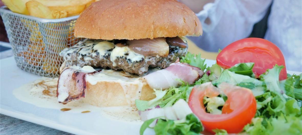 Burger restaurant l'ô-berge montignac dordogne périgord lascaux